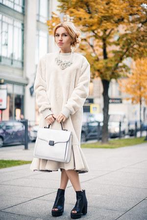 Liza Odinokikh dress