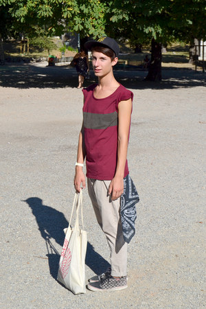 ruby red Pull and Bear t-shirt - black H&M hat - camel Zara pants