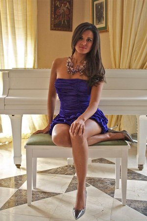 amethyst necklace - purple dress - silver heels