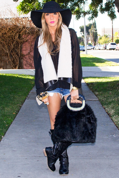 black faux fur HAUTE & REBELLIOUS bag - black flat HAUTE & REBELLIOUS boots