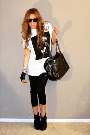 black no brand shirt - black American Apparel leggings - downtown la boots - acc