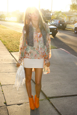white fringe HAUTE & REBELLIOUS bag - orange suede wedges HAUTE & REBELLIOUS wed