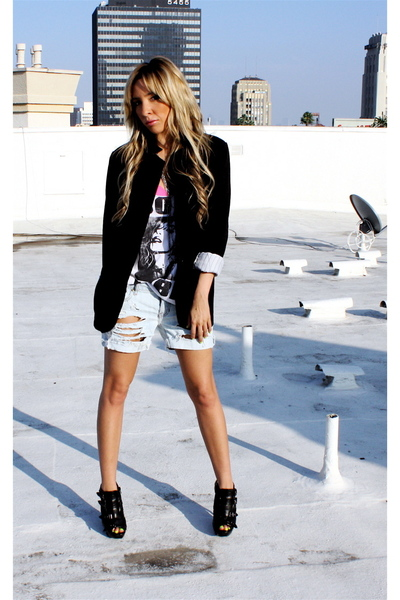 VINTGAGE shorts - Forever21 t-shirt - downtown la blazer - downtown la boots