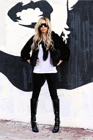 black LEGGING OBSSESION leggings - white f21 t-shirt - black H&M coat - black le