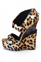 fur HAUTE & REBELLIOUS wedges