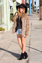 tan faux fur HAUTE & REBELLIOUS coat - black wool HAUTE & REBELLIOUS hat