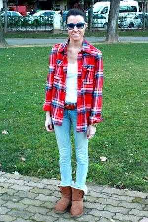 hollister shirt - Ugg boots - Levis jeans - Mango bag - H&M belt
