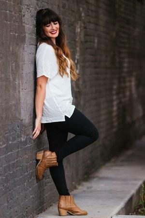 white embroidered Umgee USA shirt