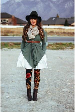 dark green fedora Lulus hat - dark brown pleather lulus boots