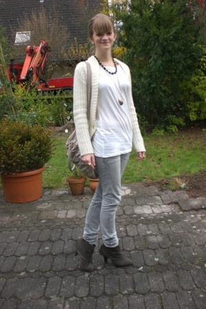 ivory Primark - cream H&M cardigan - white H&M shirt - gray Deichmann shoes - he