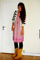 GINA TRICOT sweater - Indiska dress - Din Sko boots