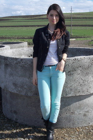 black boots - light blue jeans - black jacket - ivory t-shirt
