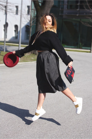 army green midi Zara skirt - crimson H&M hat - black leather zalando bag