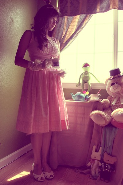 light pink gingham vintage dress - white no name shoes