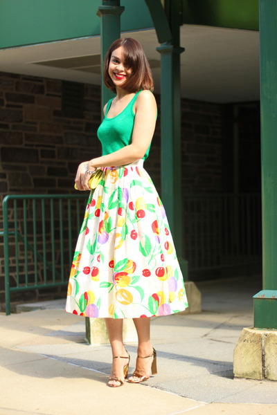 white vintage skirt - green madewell top - bronze Marc Jacobs sandals