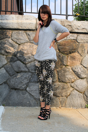 black floral BDG UO leggings - black strappy sandals Dolce Vita shoes