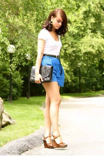 blue lux uo shorts - brown sam edelman shoes