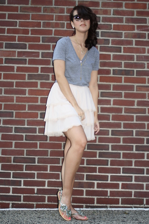 American Apparel t-shirt - H&M skirt - Poetic License shoes - Raybans sunglasses