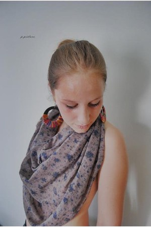 floral print scarf - earrings