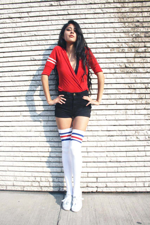black aa shorts - red uo sweater