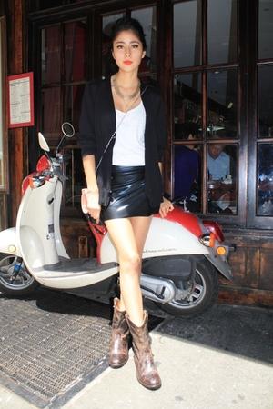 American Apparel skirt - H&M t-shirt - Steve Madden boots - Zara sweater - Forev