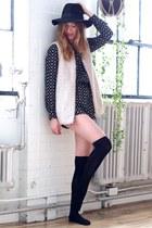 black Forever 21 hat - dark gray Forever 21 jumper - ivory Aritzia vest