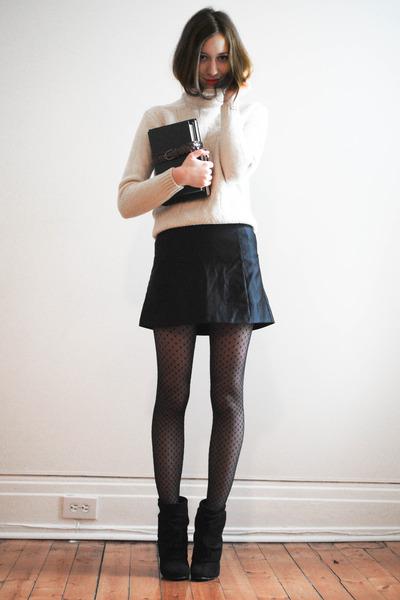 white turtleneck vintage jumper - black Steve Madden boots
