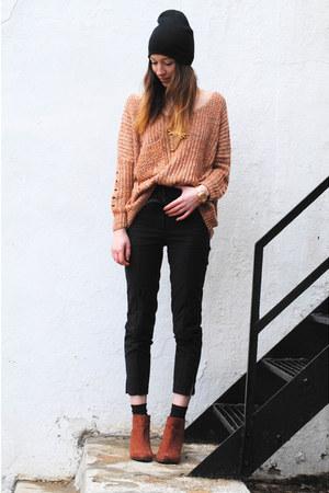 black beanie hat - light orange oversized sweater - black high waisted H&M pants