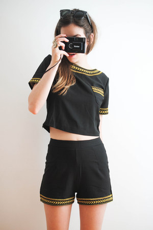 black embroidered Thats Pretty t-shirt - embroidered Thats Pretty shorts