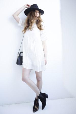 acne boots - Aritzia dress - Urban Outfitters hat - Aritzia bag