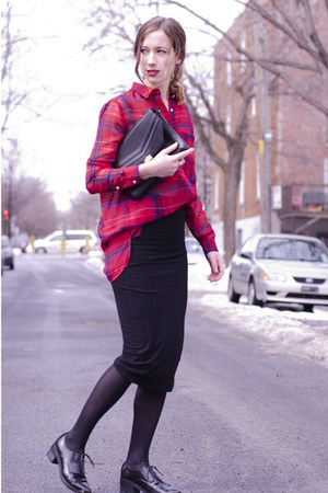 red plaid 424 Fifth shirt - black clutch vintage bag - black 424 Fifth skirt