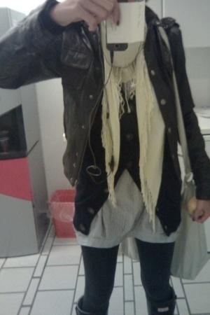 Zara jacket - pieces scarf - Zara sweater - Hunter boots - asos accessories