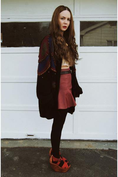 black gifted GiGi Vintage sweater - brick red gifted She Inside skirt