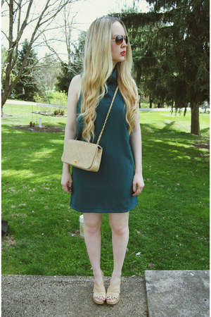 beige Chanel bag - forest green 6ks dress - beige Steve Madden heels