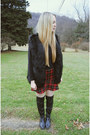 Black-shoemint-boots-red-zara-skirt-black-sheinside-vest