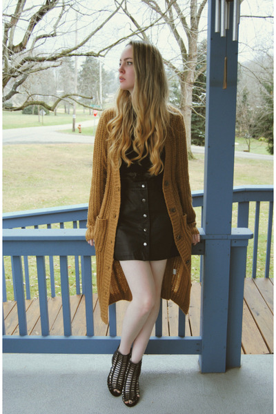 black Motel Rocks skirt - burnt orange Koshka cardigan