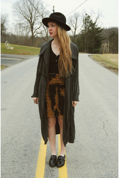 gray gifted minimarket coat - black gypsy warrior hat