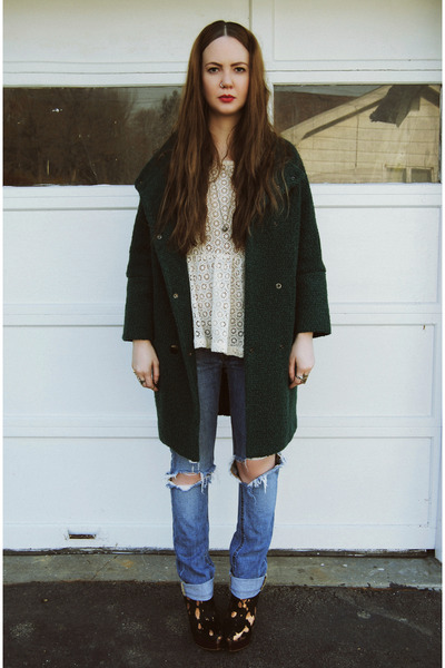 forest green gifted She Inside coat - ivory gifted Line & Dot shirt