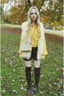 Black-shoemint-boots-gold-vintage-shirt-beige-chanel-bag