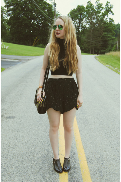 black American Apparel shirt - black funktional shorts