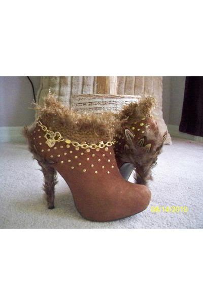 brown DiZynzz shoes