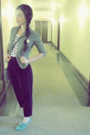 black vintage pants - white H&M shirt - blue Urban Outfitters shoes - green army