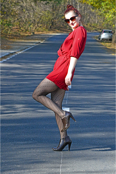 Poison Concept boots - united colors of benetton blazer - penti stockings
