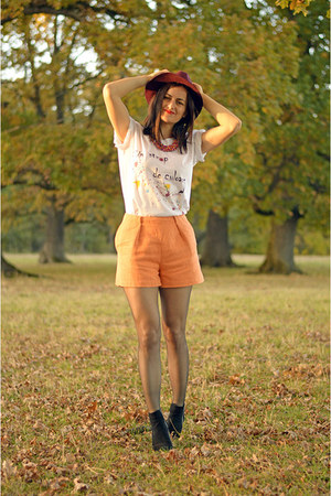 white Ruxandra Bobleaga t-shirt - leather Zara boots - brick red Pimkie hat