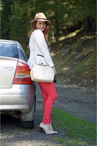 salmon Stradivarius jeans - camel Front Row Shop hat - white AHAISHOPPING blazer