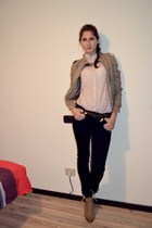 camel heels - black jeans - camel jacket - light pink shirt