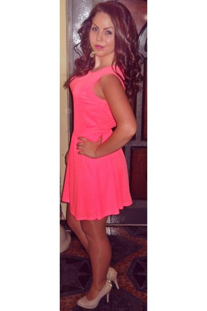 salmon New Yorker dress - neutral heels