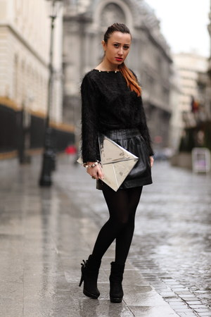 Bershkaa skirt - leather Aldo boots - Zara bag - studs LaChatterie blouse
