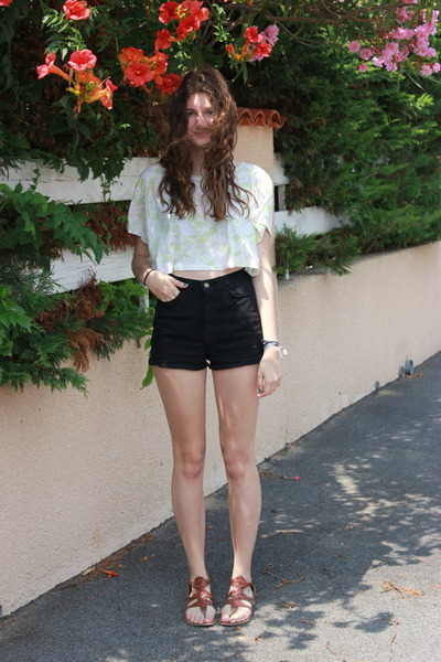 white H&amp;M top - American Apparel shorts