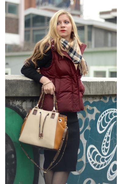 vest Mixxo vest - sweater dress Bershka dress - faux leather Aldo purse